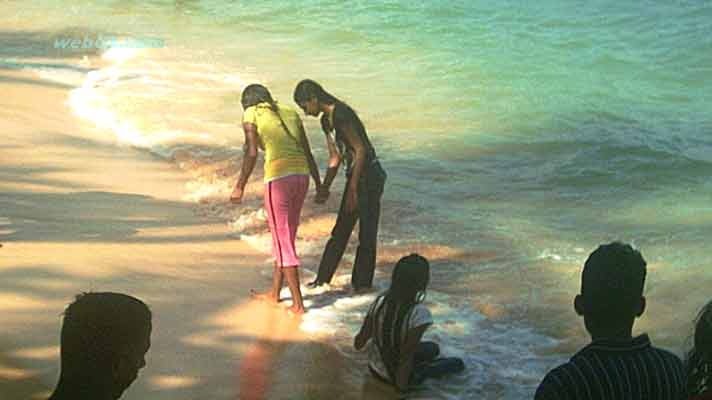 Sri Lankan Girls on the beach